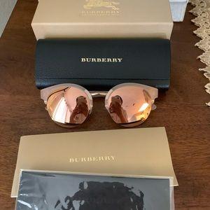 Beautiful shinny mirror Burberry pink 💖